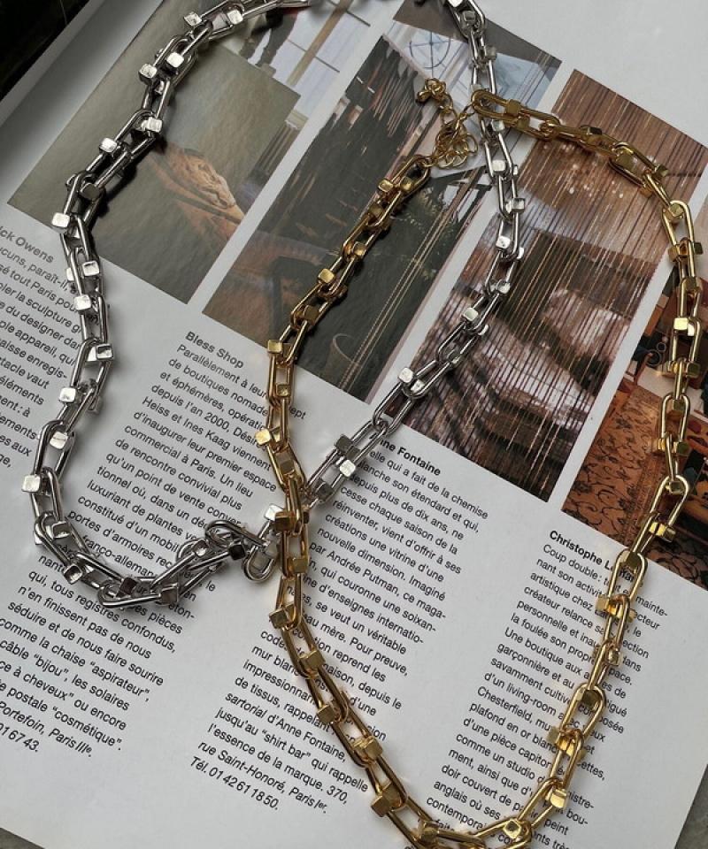 Horseshoe motif chain necklace
